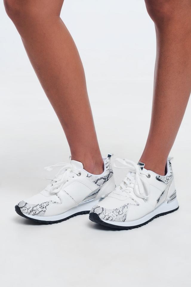 Grandi sneakers in pizzo bianco effetto serpente