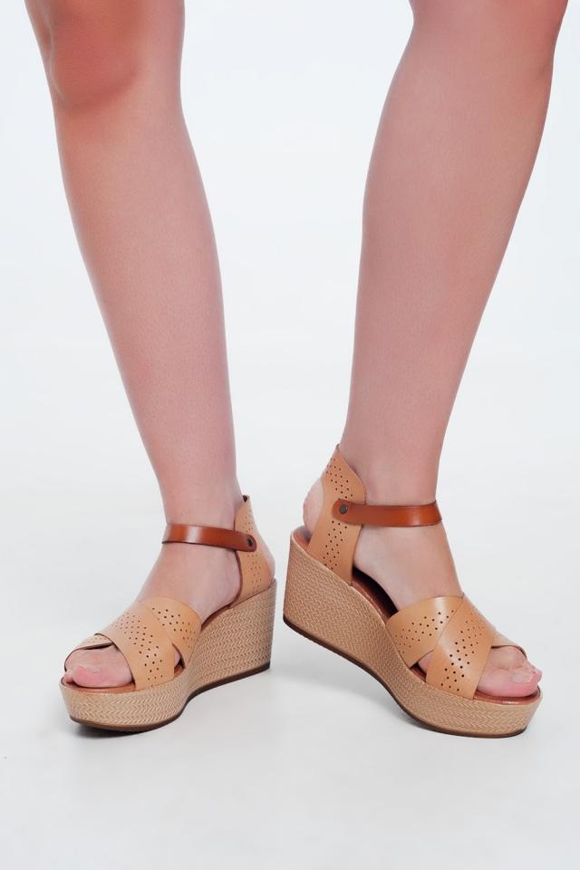 Sandali stile espadrilles in pelle beige con zeppa alta