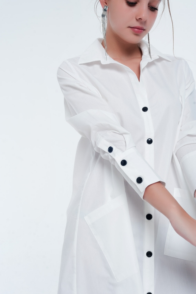 Vestito camicia midi multitasche in bianco