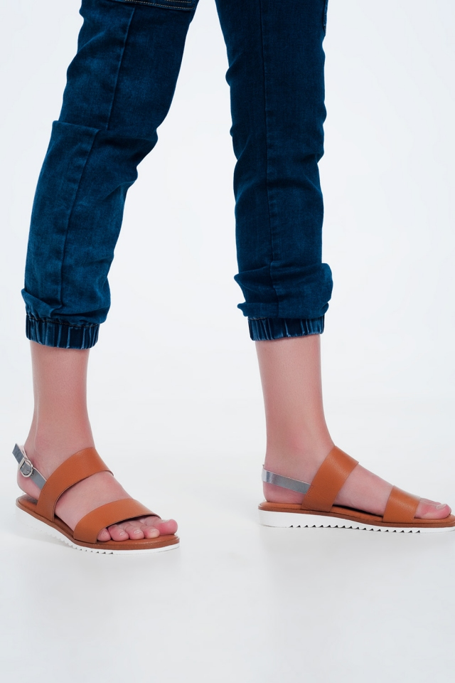 Sandali bassi in pelle in cammello