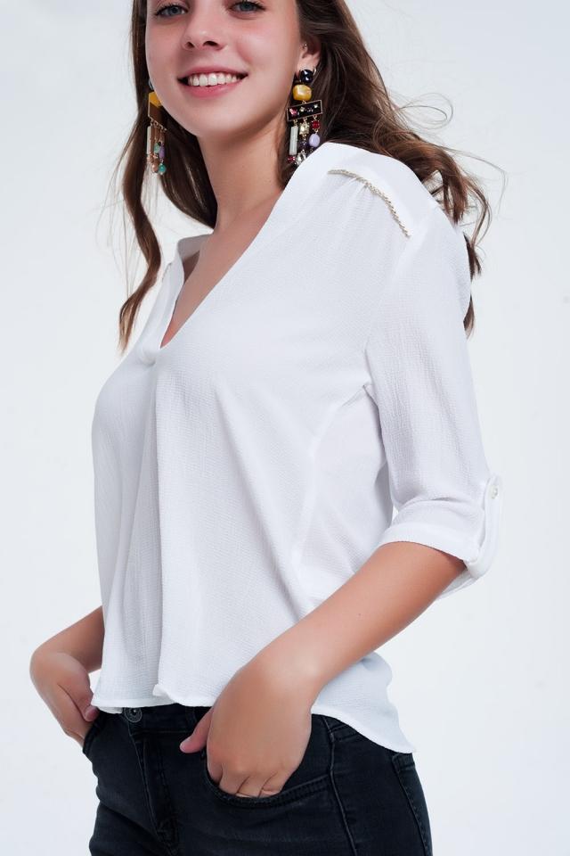 Blusa bianca con decorazioni