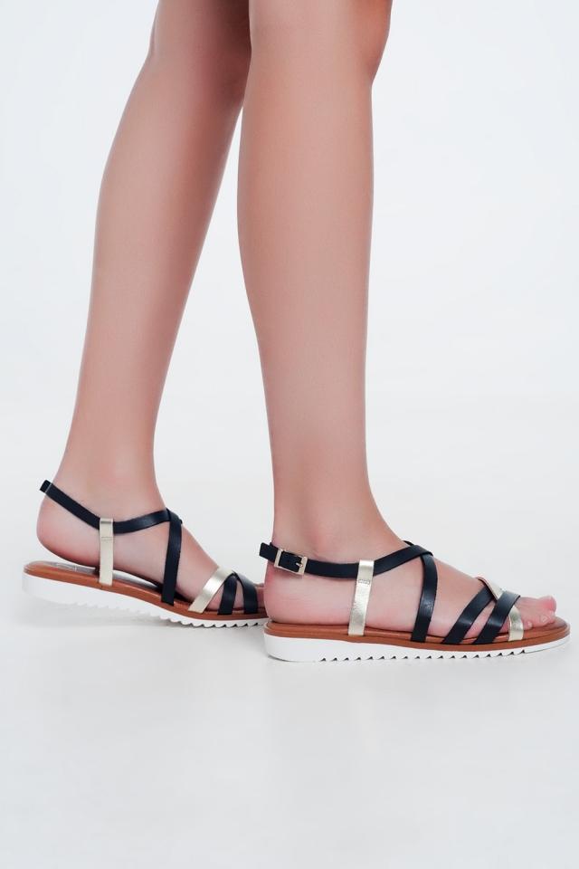 Sandali bassi color nero con listini incrociati e cinturini