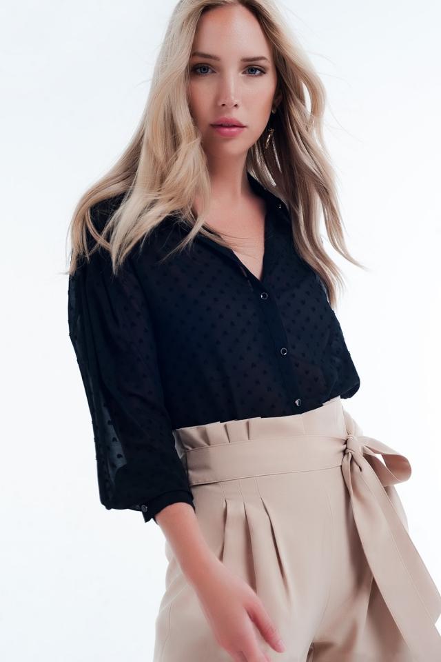 Camicia colore nera comoda trasparente a pois delicati