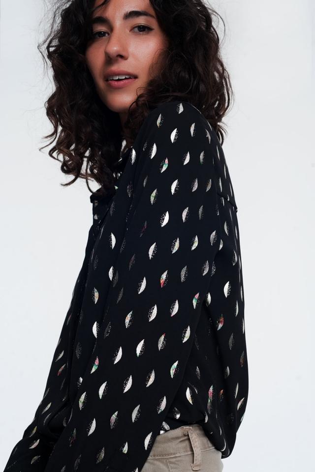 camicia nera con stampa metallizzata