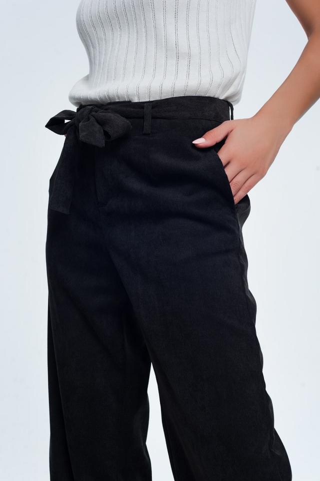 Pantaloni neri a coste