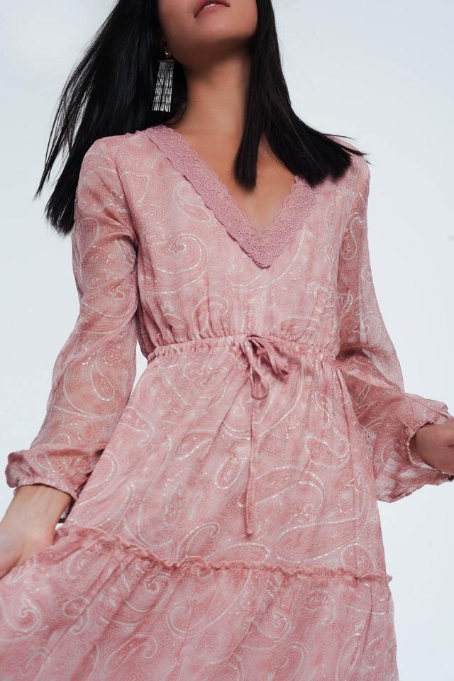 Vestito grembiule lungo con stampa cachemire e maniche voluminose in rosa