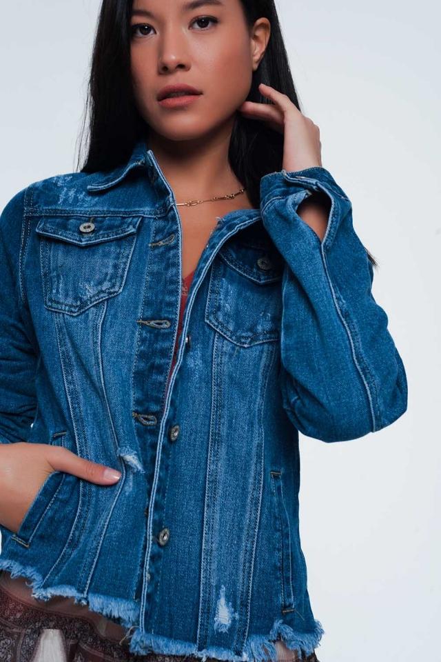 Giacca di jeans con fondo sfrangiato