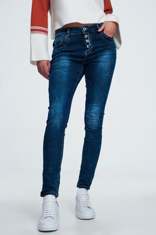 Jeans a cavallo basso blu slavato con strappi