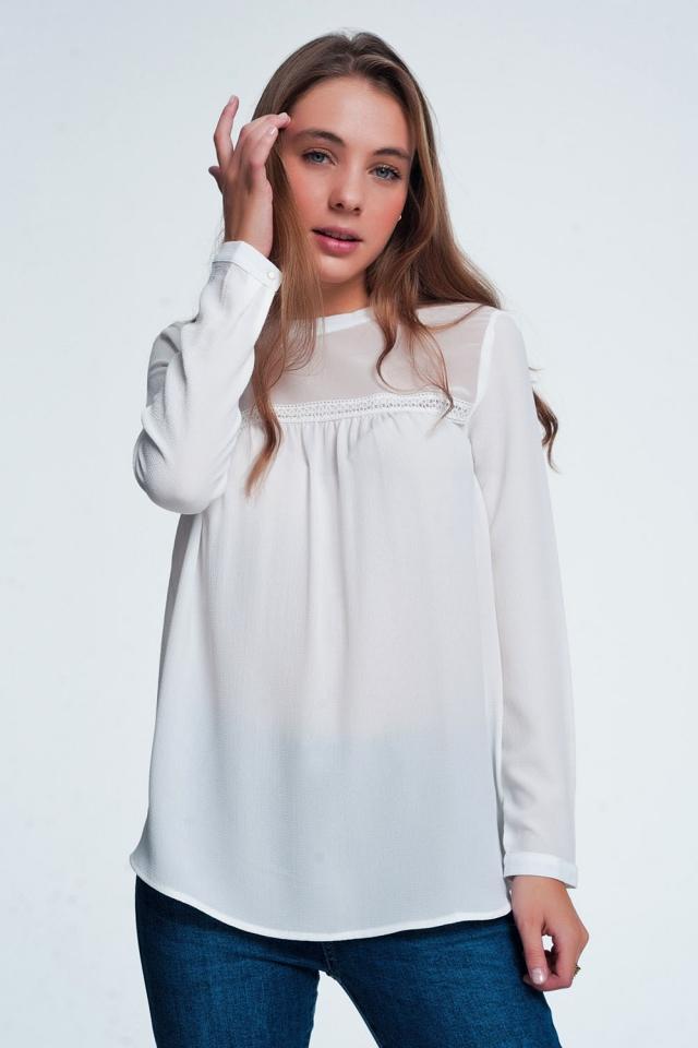 Blusa stile rétro con dettagli in pizzo color crema