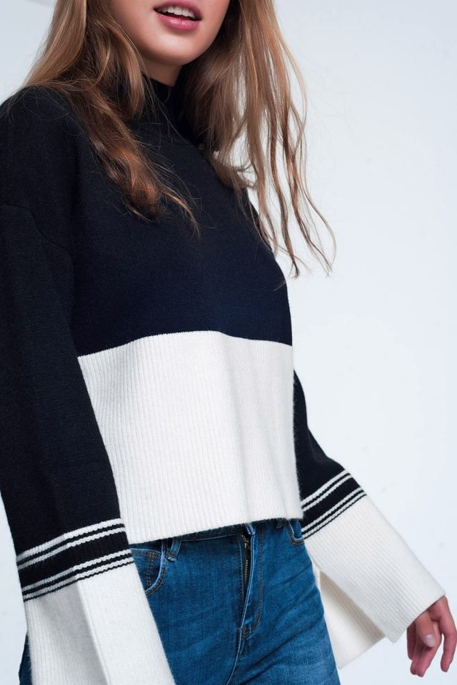 Maglione accollato nera con righe a contrasto