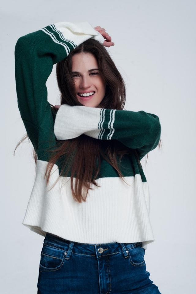 Maglione accollato verde con righe a contrasto