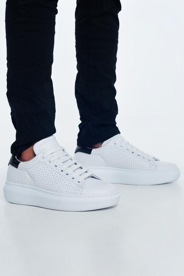 Sneakers bianche in pelle traforata