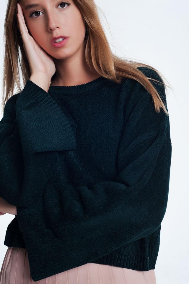 Maglione corto con maniche svasate in nero
