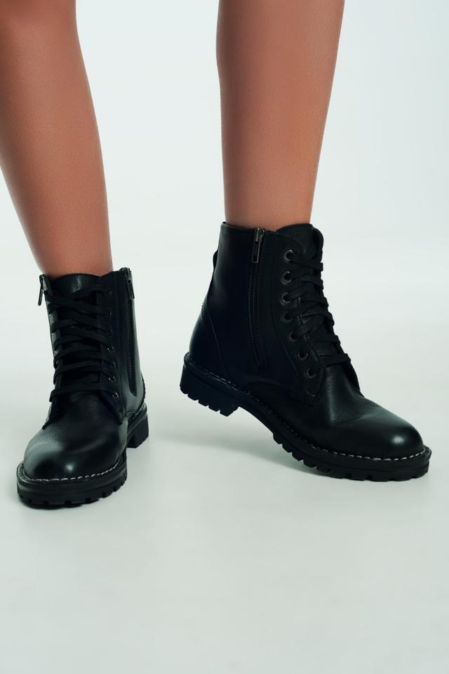 Stivali militari in pelle nera con suola spessa