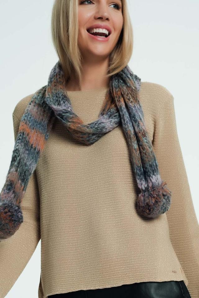 Sciarpa lavorata a maglia con pompon