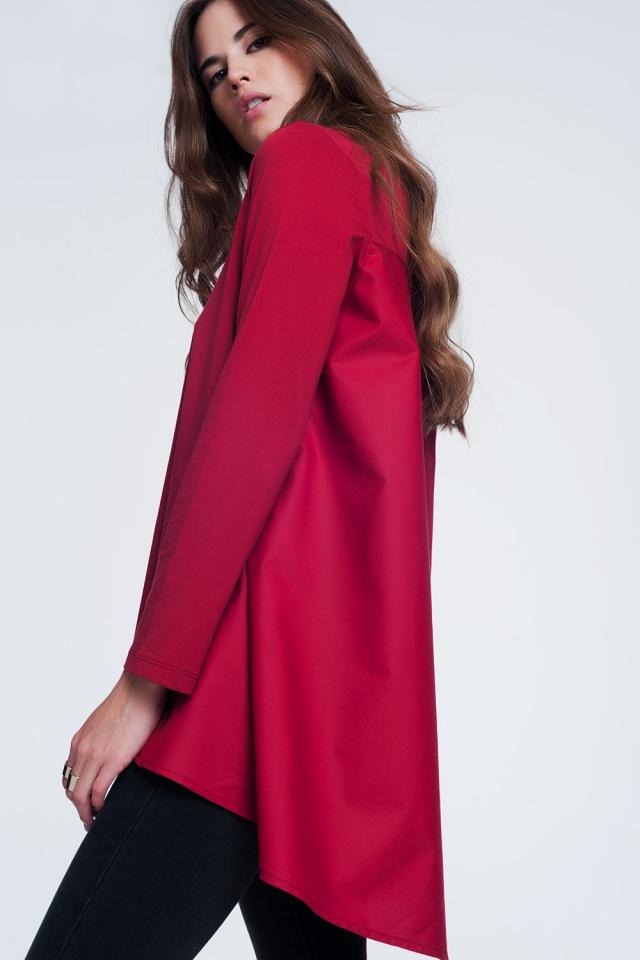 Top a maniche lunghe con fondo ampio asimmetrico rosso