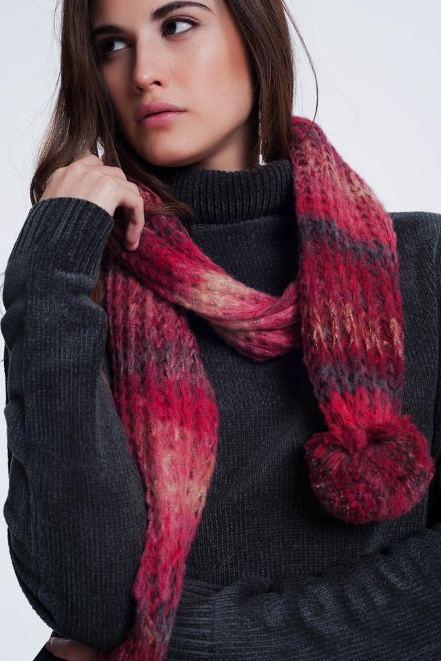 Sciarpa lavorata a maglia viola con dettagli pom pom