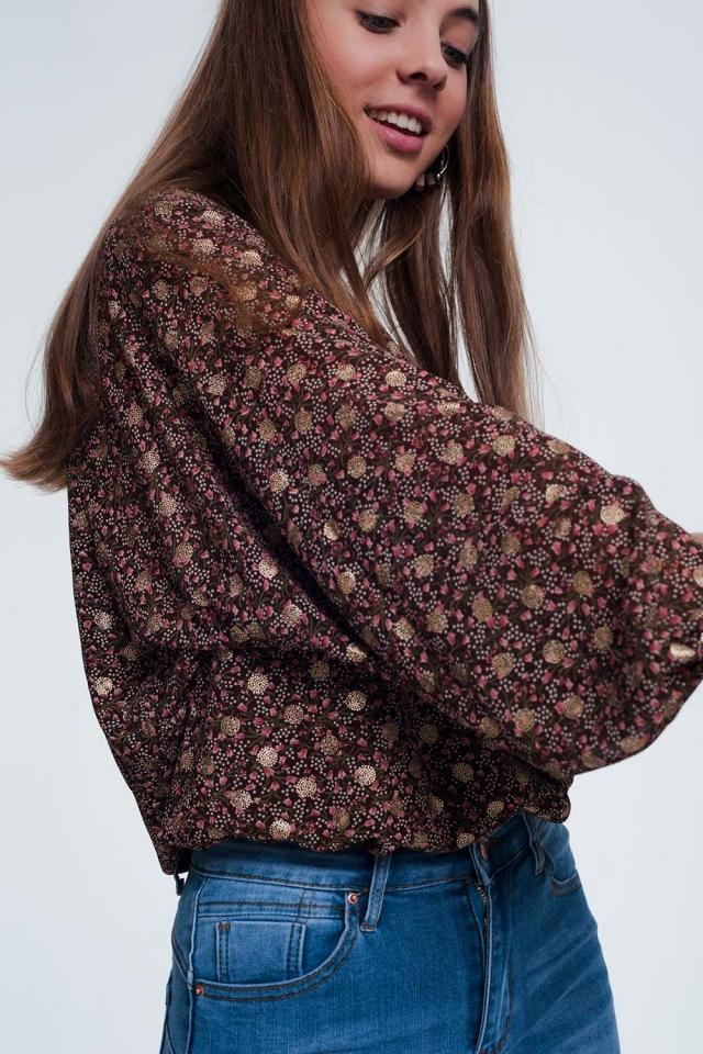 Blusa marrone a fiori con maniche raccolte