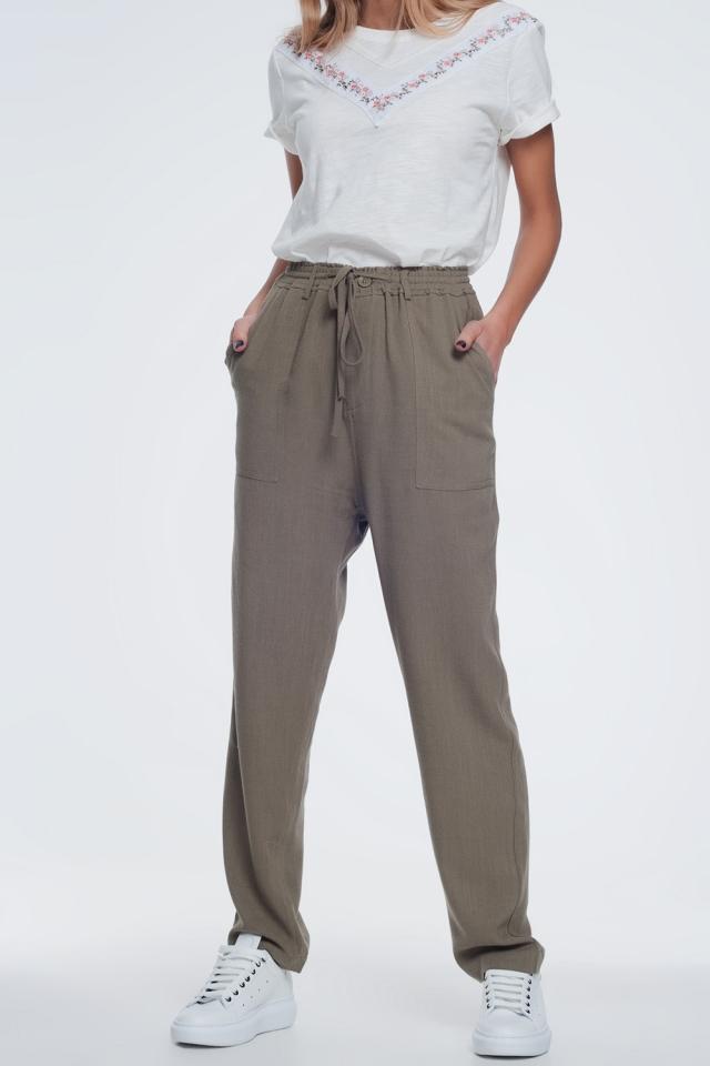 Pantaloni cachi con elastico in vita