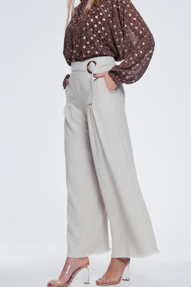 Pantaloni con fondo ampio e vita alta con cintura