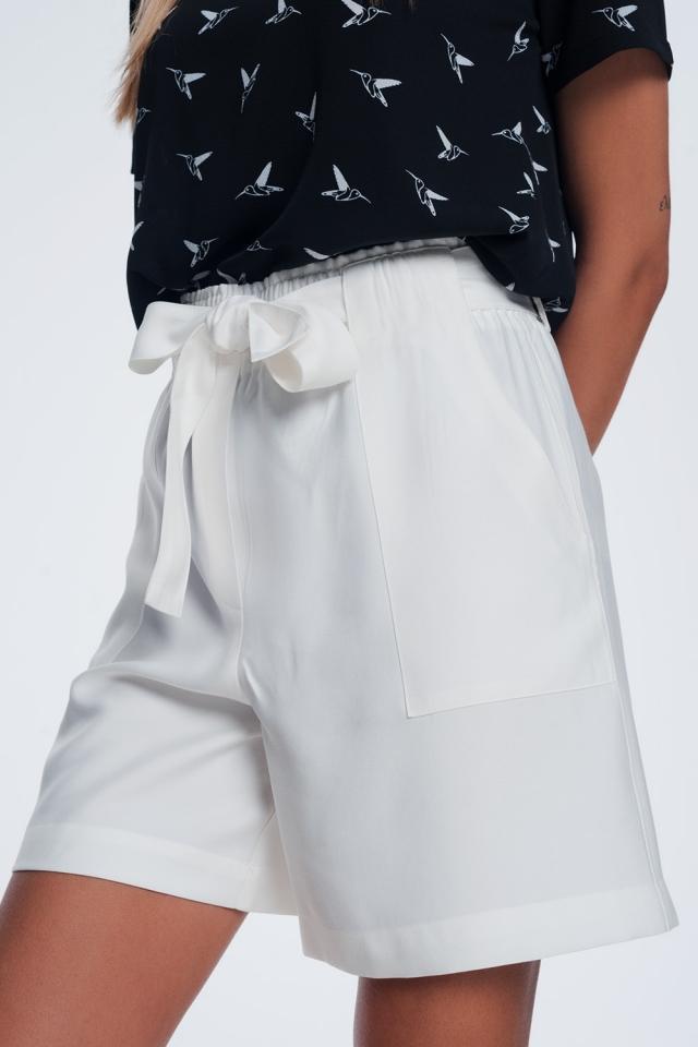 Pantaloncini con cintura crema
