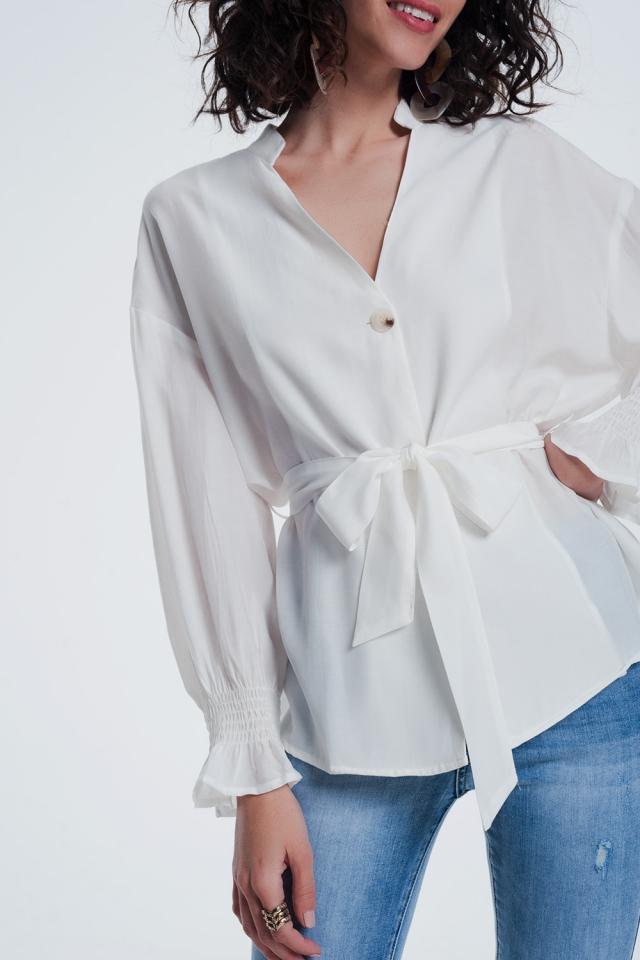 Blusa crema da giorno con bottoni sul davanti e maniche a sbuffo