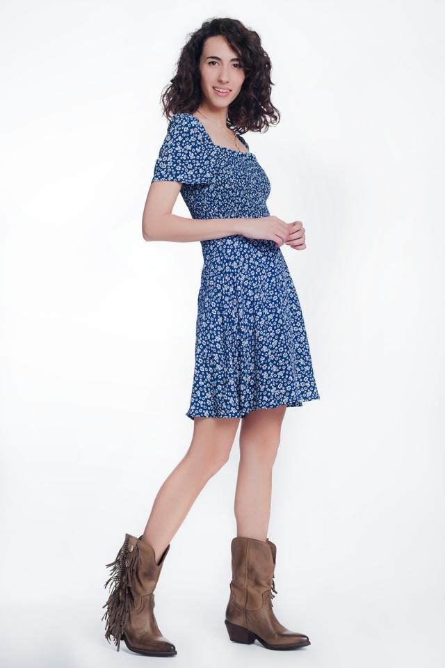 Vestito a fiori raccolto sul davanti blu