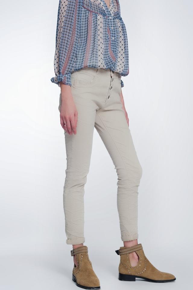 Pantaloni boyfriend beige con dettaglio tascabile di paillettes