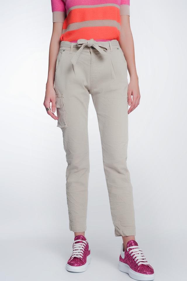 Pantaloni cargo beige con cintura