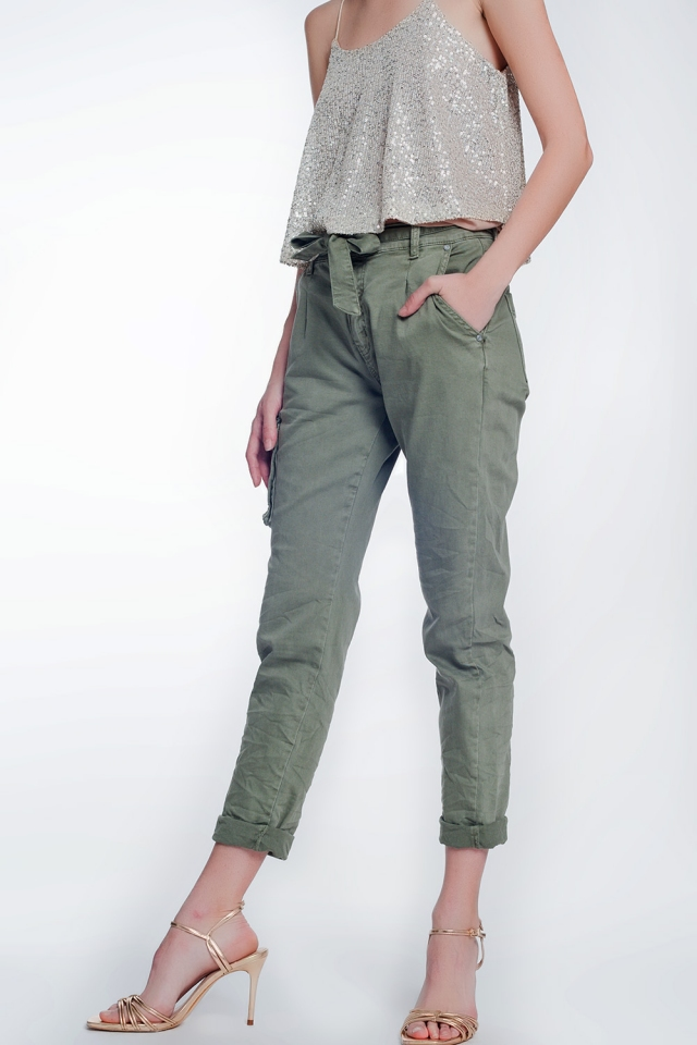 Pantaloni cargo khaki con cintura