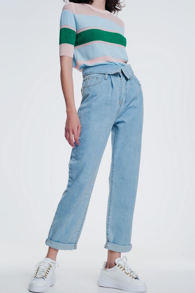 Mom jeans lavaggio blu medio con pinces sul davanticon vita piegata