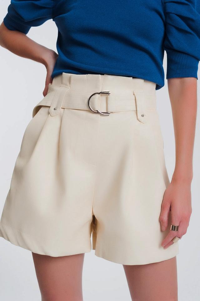 Pantaloncini in ecopelle con vita raccolta e tasche