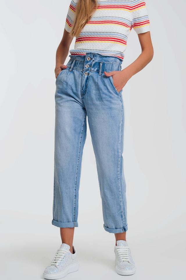 Mom jeans blu chiaro con vita elasticizzata e tre bottoni