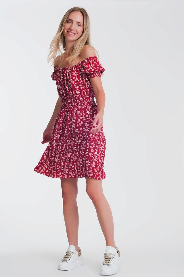 Prendisole corto rosso a fiori con scollo alla Bardot