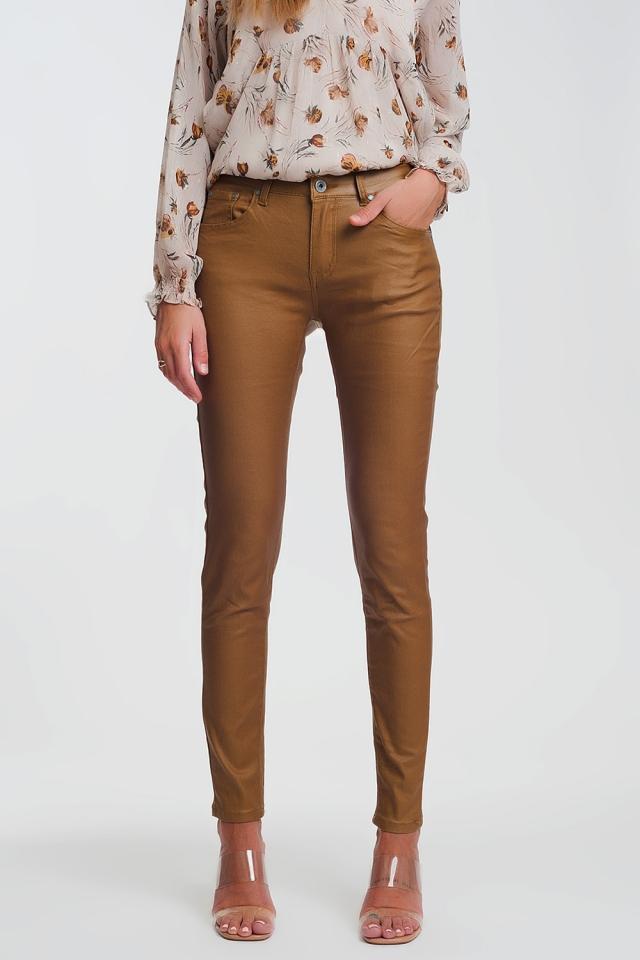 Pantaloni skinny in tessuto spalmato camel