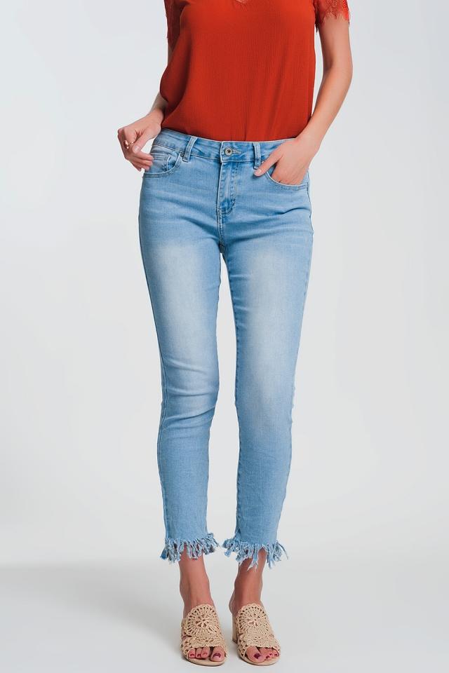 Jeans skinny azzurri con bordo sfrangiato