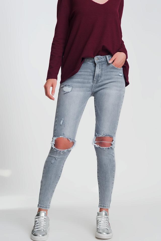 Jeans skinny grigio con strappi sulle ginocchia