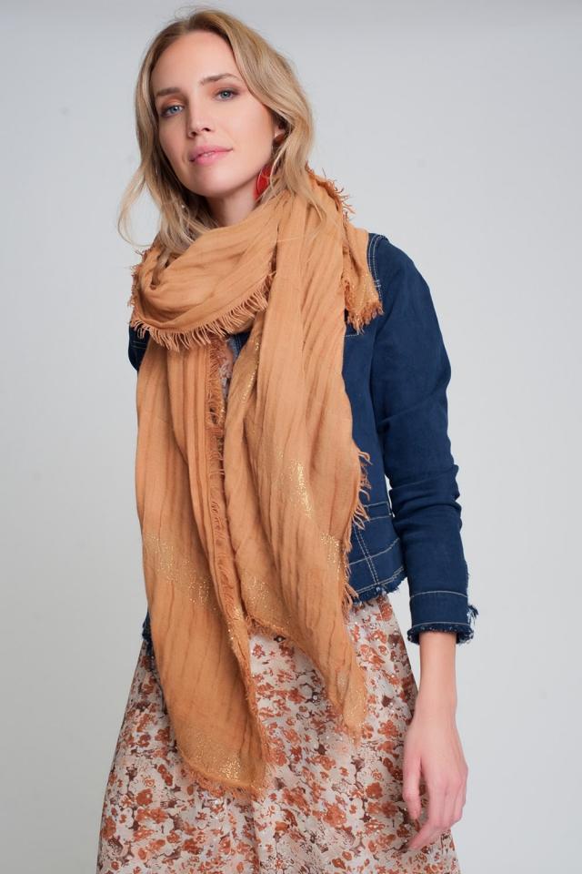 Sciarpa leggera in color arancia con strisce dórate
