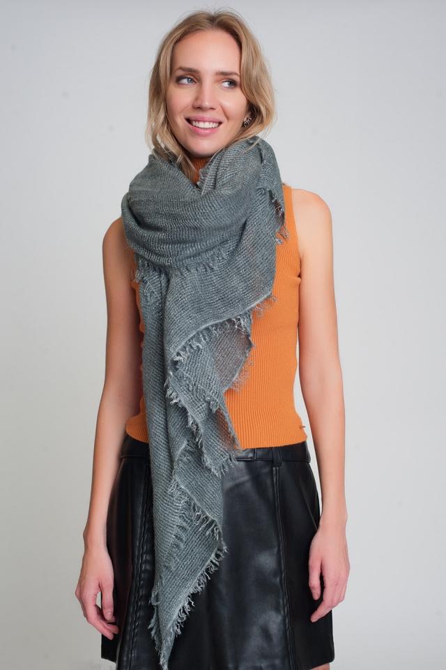 Sciarpa lavorata a maglia leggera in grigio