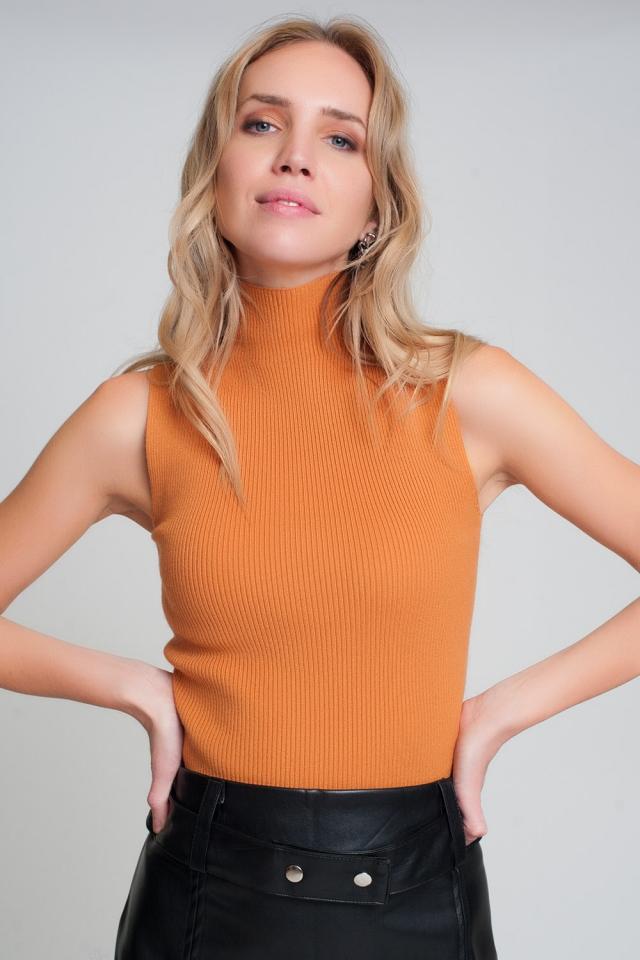 Maglione senza maniche in maglia a coste con collo alto color arancia