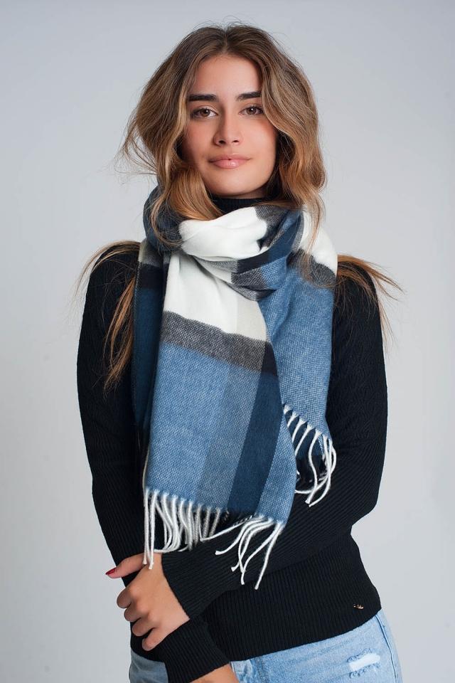 sciarpa spugnosa con strisce blu bianche e nere