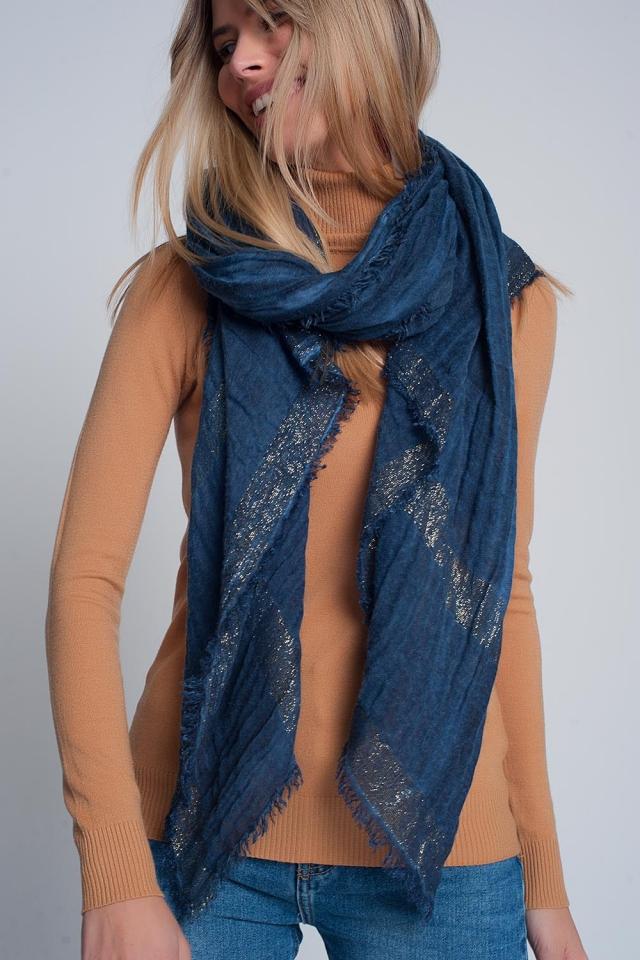 Sciarpa leggera in colore blu navy con strisce d'oro