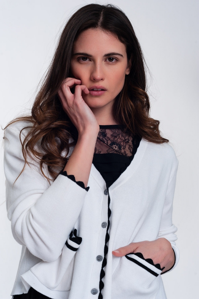 Cardigan bianco con finiture a contrasto