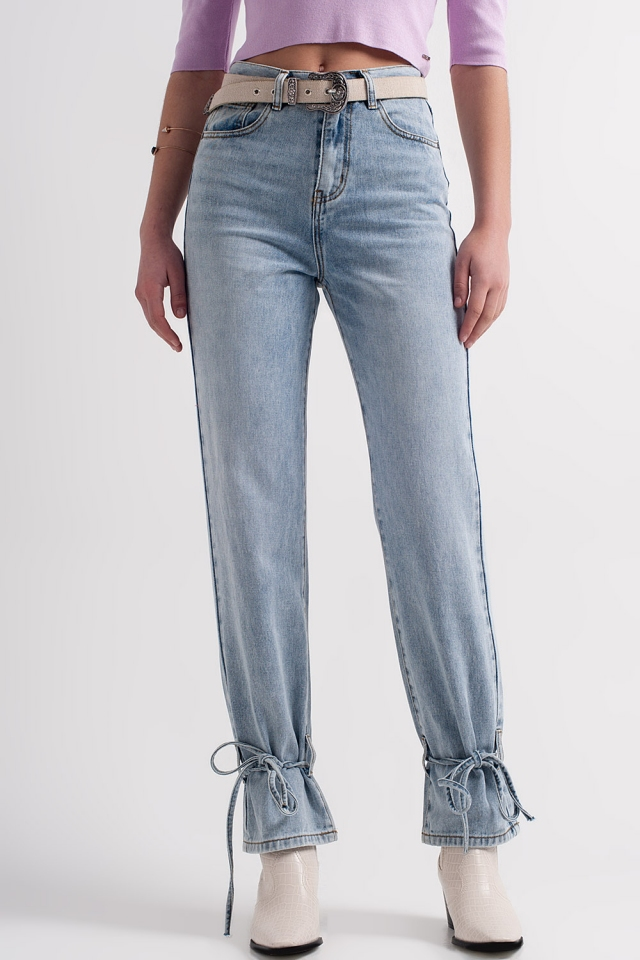 Jeans con legati alla caviglia