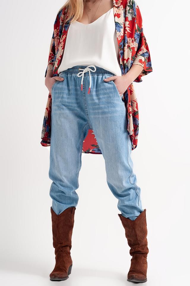 Jeans stile joggers leggeri lavaggio medio