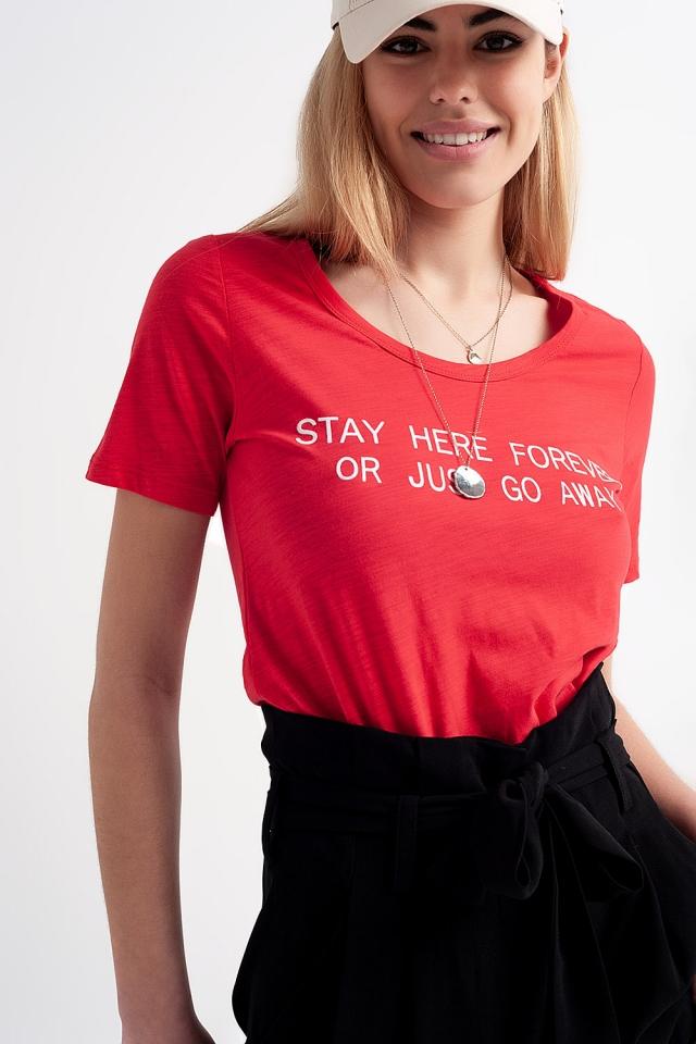 T-shirt con stampa sul petto rossa