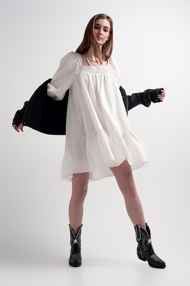 Vestito grembiule corto in popeline di cotone con peplo bianco