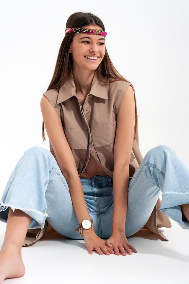 Camicia beige senza maniche con spalline e tasche utility