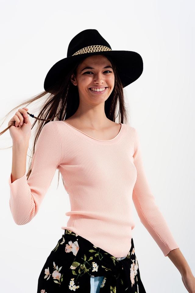 Maglione rosa operato con scollo ampio
