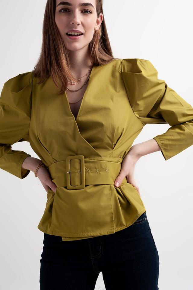 Top a portafoglio con maniche a palloncino e cintura color verde